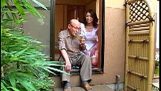 Asian Housewife Enjoy The Time With An Older Man