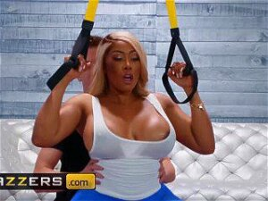 Brazzers - Phat Ass Ebony Moriah Mills Takes White Cock At The Gym Porn