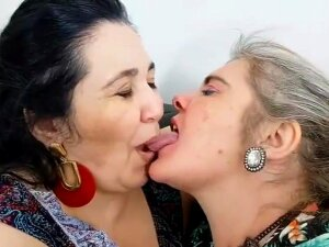 BBW LESBIAN BRAZIL KISSING Porn