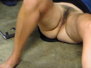 HOT WIFE - Fixing My Car Porn