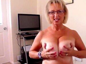 British Big Natural Tits Mature Woman Gives Hot Blowjob Porn