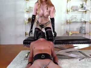 The Slave Is Obliged To Lick The Pussy! Porn