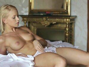 Steamy Masturbation With Blonde Kiara Lord Porn