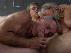 Old Gunther Cuckolding His Slutty Mature Wife Porn