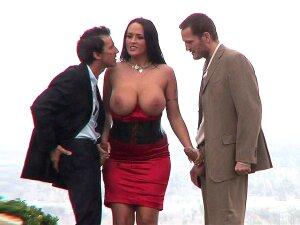 Carmella Bing Does An Amazing Double Blowjob Porn