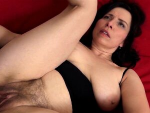 Mature With Natural Tits Gets A Creampie In Her Hairy Pussy! Porn