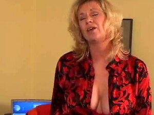 Mature Woman Squirts Continuously While Getting Fucked Porn