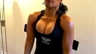 Fitness babe nice cleavage